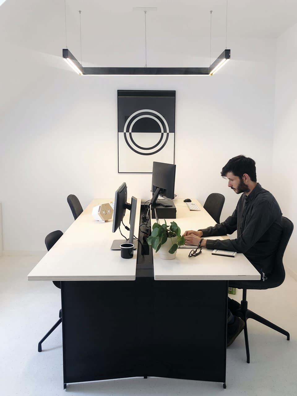 Bureau avec diffuseur